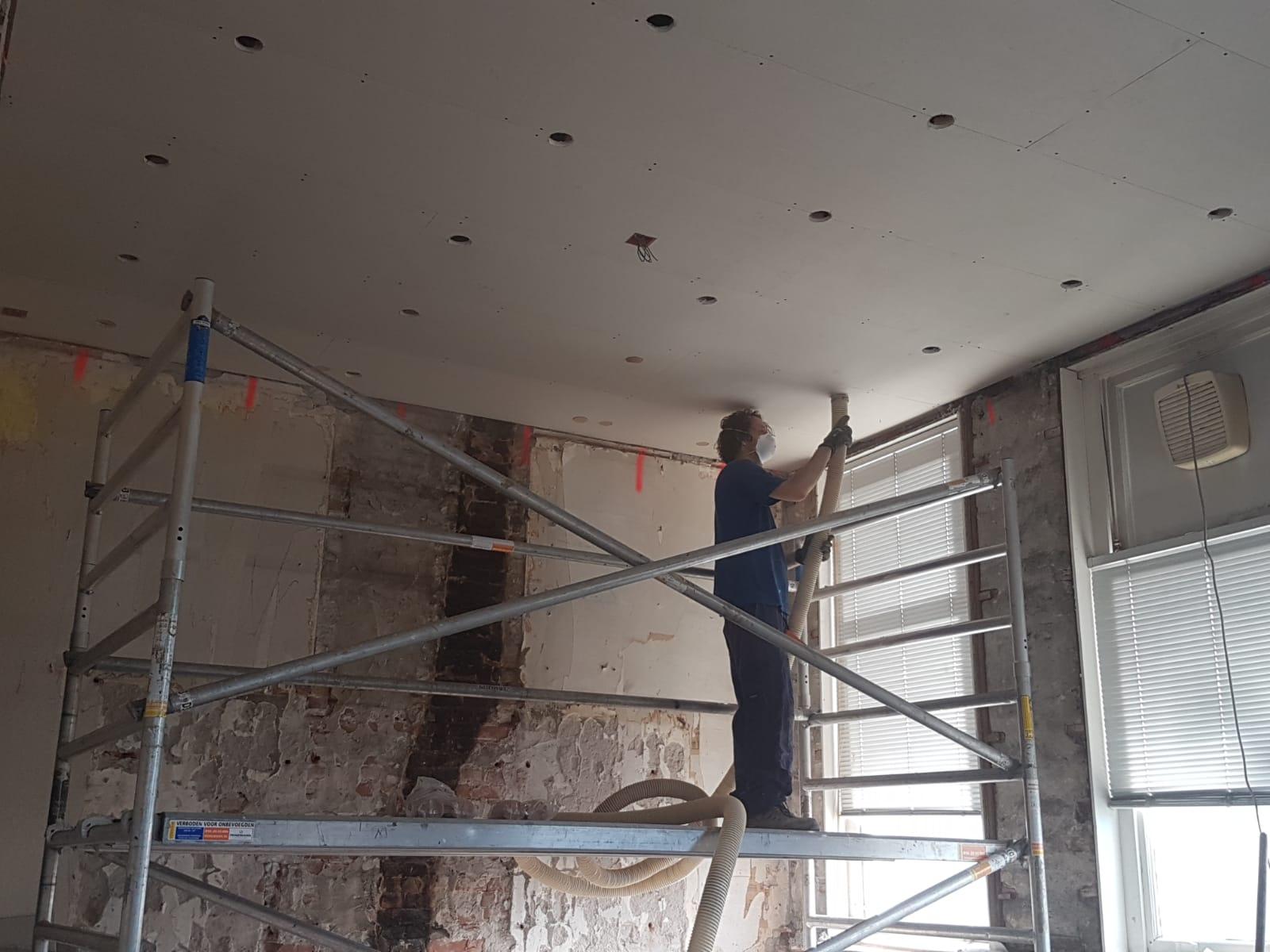 Isoleren van hoog plafond